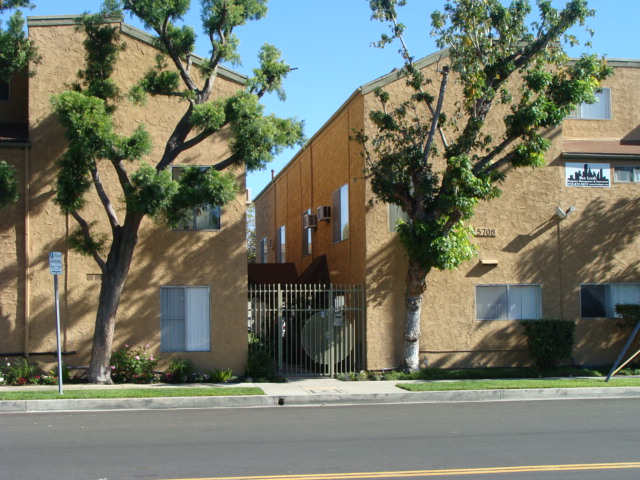 5708 Tujunga Ave., North Hollywood, CA 91601
